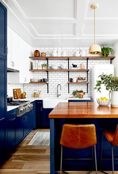 Kitchen with dark blue cabinets and wooden countertops Home Decor Kitchen, Interior Design Kitchen, New Kitchen, Home Kitchens, Cozy Kitchen, Dream Kitchens, Eclectic Kitchen, Kitchen Office, Kitchen Paint