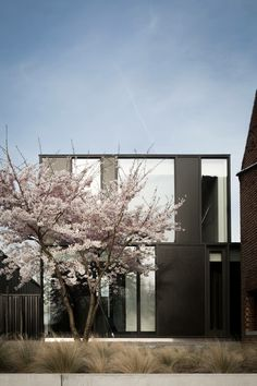 Cherry Blossom Barn. Architecture by CAAN. Residence Frederic Kielemoes Interiorarchitect.