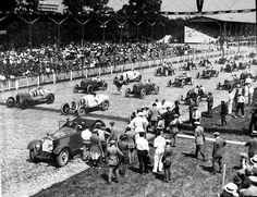 Start of 1922 Indy 500 Indy Car Racing, Indy Cars, Cool Car Pictures, Indianapolis Motor Speedway, Speed Racer, Old Race Cars, Michael J, Car And Driver, Race Day