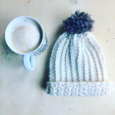 Un nuovo tutorial per principianti: un grazioso cappello ad uncinetto realizzato con una tecnica che imita il lavoro a maglia