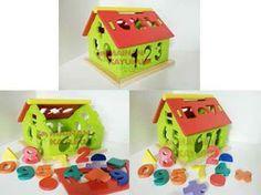Rumah Angka  Kode: RB01  Ukuran: 22x22x19cm  Bahan: Kayu Pinus  Berat: 2000gr  Manfaat Rumah Angka Sebagai Mainan Edukasi Anak :  1. Melatih sensorik dan motorik anak 2. Melatih koordinasi mata dan tangan 3. Melatih konsentrasi dan daya ingat 4. Melatih kreativitas anak 5. Pengenalan angka 0-9 6. Pengenalan warna dan bentuk