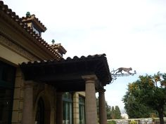 Edifici de la Font del Gat.