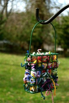 Scraps of yarn to help birds with their nest. A cheap bird suet feeder A couple of handfuls of yarn scraps, cut into 4 to 8 inch lengths. Put the scraps in your suet feeder and voila! You've just provided nesting materials for all the birds in your area. Diy Vintage, Fun To Be One, How To Make, First Day Of Spring, Spring Time, Backyard Birds, Backyard Ideas, Modern Backyard, Outdoor Projects