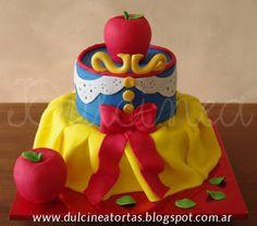 Torta Blancanieves: toda la decoración fue realizada artesanalmente en azúcar. Estamos en el centro de Avellaneda, zona sur GBA.