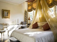 Extravagant and comfortable. #bedroom #design