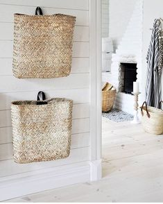 Wall baskets for small items, scarves, gloves, magazines etc. Tine K. Home - Korb und Kiste Wall Basket Storage, Hanging Wall Baskets, Wall Hanging Storage, Baskets For Storage, Home Design Diy, Kids Storage, Storage Spaces, Storage Ideas, Hidden Storage