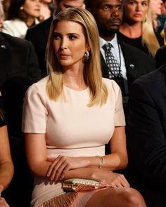 Ivanka Marie Trump, Ivanka Trump Photos, Ivanka Trump Dress, Classic Outfits For Women, Trump Picture, Chic Summer Outfits, First Lady Melania Trump, Celebs, Vestidos