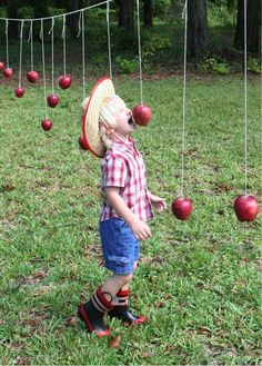 "Alternative to ""bobbing for apples"" Another great Idea to include both kids and . Alternative to ""bobbing for apples"" Another great Idea to include both kids and adults at a party! Fete Halloween, Halloween Party Games, Halloween Carnival, Fall Carnival Games, Halloween Eyeballs, Trendy Halloween, Halloween Ideas, Halloween Decorations, Halloween Costumes"