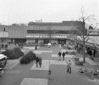 Foto Historisch Emmen Weiert Vroom en Dreesman