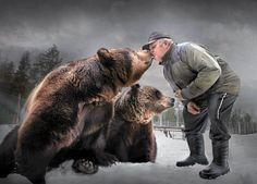 Kuusamon Suurpetokeskuksessa asuu kuusi kesyä karhua. Osa niistä on orpoja…