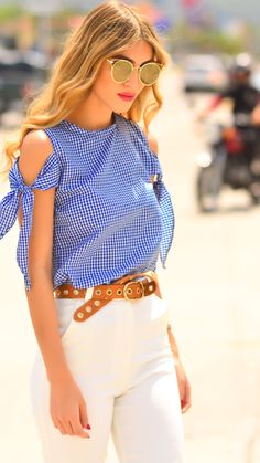 Bow top | knot top | blusa de nudos | blue blouse | summer outfit | blue shirt | outfit ideas | white pants outfit
