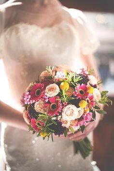 Kolorowy bukiet ślubny - trendy ślubne 2015 Wykonanie bukietu - Hubert Lamański  http://www.abcslubu.pl/slub-i-wesele/bukiety-slubne-i-dekoracje-slubne/4665/trendy-slubne-2015-w-bukietach-slubnych-sprawdzcie-19-propozycji-rodzimych-florystow