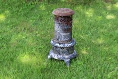 Rusty old junk can be turned into a beautiful repurposed farmhouse light that looks like it stepped out of a Fixer Upper show! Fixer Upper Show, Oil Heater, Kerosene Heater, Antique Stove, Trash To Treasure, Farmhouse Lighting, Repurposed, Primitive, Salons