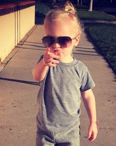 Look out, Leo, the man bun is quickly catching fire in the toddler world. James Van Der Beek shared a picture of his adorable son Joshua sporting the trending hairstyle in honor of his birthday. Man Bun Haircut, Man Bun Hairstyles, Little Boy Hairstyles, Boys Long Hairstyles, Cute Kids Pics, Cool Kids, Toddler Boy Fashion, Kids Fashion, Baby Boys