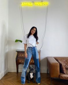 There are 2 tips to buy jeans, top. Flare Jeans Outfit, Denim Flare Jeans, Light Denim Jeans, Denim Flares, Patched Jeans, Patchwork Jeans, Redone Jeans, Quoi Porter, Inspiration Mode