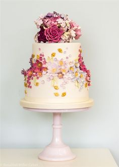 Rosalind Miller Sugar Flower Wedding Cake / http://www.deerpearlflowers.com/sophisticated-tiered-wedding-cakes-you-will-love/