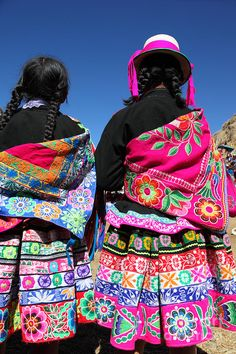 Polleras, and a majority of Quechua garments worn by men, women and children are decorated with lots of colour, and detailed embellishments. Each Quechua region has a different pattern that makes it distinct when compared to the other regions.