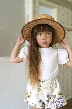 Frida And Fauna Floral Shorts Fashion Kids, Little Girl Fashion, My Little Girl, Toddler Fashion, Little Fashionista, Short Blanc, Kids Outfits, Cute Outfits, Kid Styles