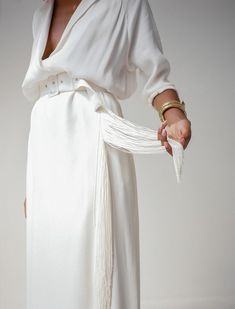 all white outfit womens fashion clothing style white low cut top blouse tube maxi skirt oversized fabric belt minimal Minimal Fashion, White Fashion, Fashion Spring, Minimal Chic, Fashion Outfits, Womens Fashion, Fashion Tips, Fashion Trends, Woman Outfits