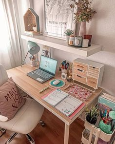 Pink Office Decor, Home Office Decor, Cute Bedroom Decor, Room Ideas Bedroom, Workspace Inspiration, Room Inspiration, Small Room Desk, Teen Room Designs, Pinterest Room Decor