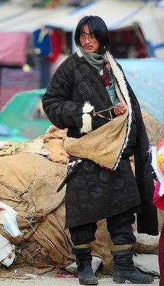 男性も女性もアクセサリーじゃらじゃら!カラフルなチベット衣装 - NAVER まとめ