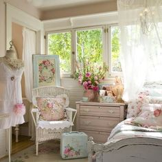 Love this shabby chic room!