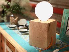 Lámpara bola con base de madera | Luz Blanchet