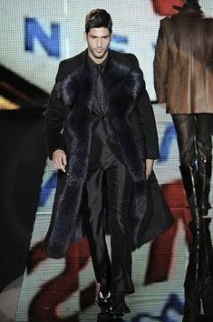 Style & Design Gallery: 20 Men Fur Coat for Serious Winter Fur Fashion, Winter Fashion, Mens Fashion, Fashion Trends, Black Fur Coat, Outfits Hombre, Mens Fur, Mens Trends, Personalized T Shirts