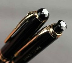 There's a whole bunch of vintage Montblanc items added to the site – pens, pencils, and of course, fountain pens. Vintage Montblanc – Sets Montblanc 32 – 35 Fountain Pen/Mechanical Pencil Set – I love having a complete set. Anderson Pens, Vintage Pens, Mechanical Pencils, Fountain Pen, Stationery, Mont Blanc, Paper Mill, Stationery Set, Mechanical Pencil