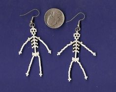 Seed bead skeleton earrings--add wire to legs and arms and you can make them dance! Bijou Halloween, Halloween Beads, Halloween Jewelry, Holiday Jewelry, Seed Bead Jewelry, Seed Bead Earrings, Beaded Earrings, Beaded Jewelry, Handmade Jewelry