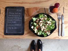 Menu du jour 15/06 - Salade tout bio : quinoa blanc&rouge + salade du jardin + tomates + tolu fumé - pain de son - prune + abricot