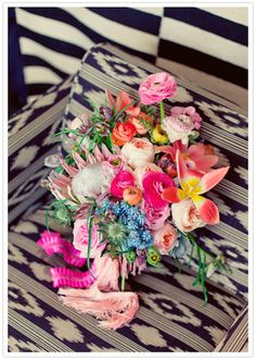 Love the combination of the blanket in black/white and the beautiful colors of the flowers