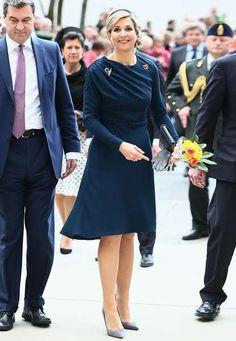 Dunkelblaues Kleid Kombinieren Hochzeit Teure Kleider 2018