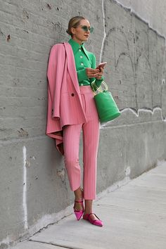 SPRING SUITING // COLOR UP | Atlantic-Pacific Nyc Fashion, Green Fashion, Girl Fashion, Autumn Fashion, Ootd Fashion, Fashion Outfits, Color Blocking Outfits, Pink Outfits, Cool Outfits
