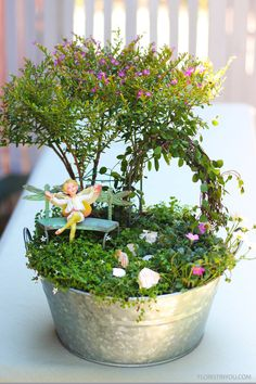 A guide to floral arranging. A how to guide to making flower arrangements, featuring vintage style flowers. Fairy Garden Pots, Indoor Fairy Gardens, Dish Garden, Fairy Garden Houses, Miniature Fairy Gardens, Garden Art, Fairies Garden, Garden Beds, Plant Projects