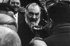 Padre Pio of Pietrelcina walking among the faithful with a chalice. 1960s. ©MP/Portfolio/Leemage
