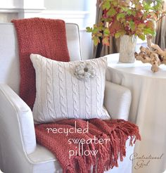 recycled sweater pillow DIY - I love this idea! Sweater Pillow, Old Sweater, Knit Pillow, Brown Sweater, Pink Sweater, Ropa Upcycling, Diy Pillows, Throw Pillows, Pillow Ideas