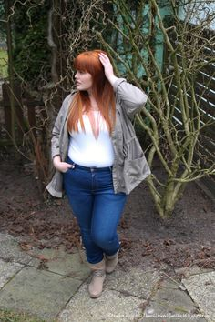 Hülle & Fülle Plus Size Fashion & Lifestyle Blog: Feel confident in a high waist Jeans, Fashion Blogger, Curvy, Hips don't lie, Red Hair, Curvygril, OOTD, Plus Size Woman, Zizzi Fashion, MS Mode