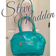 ⬇️SALE⬇️ Steve Madden Turquoise Satchel Steve Madden Turquoise Satchel with golf hardware. Has detachable shoulder strap. Super cute and in excellent condition. Only used a couple times. Inside is immaculate and only has one tiny stain on corner as photographed. Steve Madden Bags Satchels