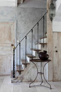 Rustic stair railing ideas stairs decoration to create stair Interior Stair Railing, Wrought Iron Stair Railing, Staircase Railings, Staircase Design, Stairways, Iron Railings, Banisters, Balustrade Design, Basement Staircase