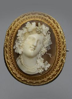 Victorian shell cameo brooch in a stunning gold frame.