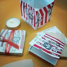 Lamparita de papel. Noche de circo. Ilustracion: @siriauseche 2015 . . . Puede adquirir esta y otras piezas contáctandonos directamente  www.tallereldesvelo.blogspot.com o en Caracas en @sietealcubo en los galpones de chorros | libreria lugar común en altamira | @sala_mendoza en la unimet | libreria el buscón en el trasnocho cultural de cc las mercedes. En maracaibo @tiendamaczul. En Maracay en @espacioanana. En Lecherías @rln.beloft. . . . #catálogo #lampara #drawing
