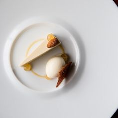Almond Cake Lemon Amaretto Caramel. Pastry Chef Nick Muncy of Coi - San Francisco  Tag your best plating pictures with #armyofchefs to get featured.  ------------------------ #foodart #foodphoto #foodphotography  #foodphotographer #delicious #instafood #instagourmet #Almond #cake #Caramel #Amaretto - find more inspiration on www.kochfreunde.com