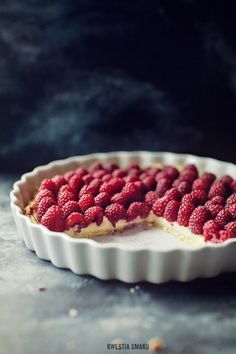 Raspberry and Marscapone Tart.Raspberry and lemon are my spring baking loves and this Tart is amazing, I drizzle lemon over the raspberrys Just Desserts, Dessert Recipes, Raspberry Tarts, Raspberry Cheesecake, Eat Dessert First, I Love Food, Sweet Recipes, Cupcake Cakes, Sweet Treats