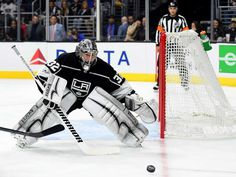 LOS ANGELES, CA - OCTOBER 11: Jonathan Quick #32 of the Los Angeles Kings watches the puck against the Calgary Flames at Staples Center on October 11, 2017 in Los Angeles, California. (Photo by Harry How/Getty Images)