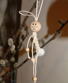 Makramé nyuszika Macrame Purse, Macrame Owl, Macrame Knots, Macrame Jewelry, Macrame Wall Hanging Patterns, Macrame Plant Hangers, Macrame Patterns, Bee Crafts, Doll Crafts