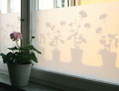 blickdichte Fensterfolie selbstklebend mit Blumenmuster