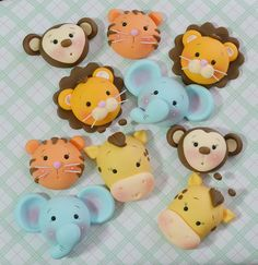 Animales selva Polymer Clay Figures, Polymer Clay Animals, Cute Polymer Clay, Fondant Figures, Polymer Clay Crafts, 1st Birthday Cake For Girls, Lion Birthday, 2nd Birthday Party Themes, Cartoon Cookie