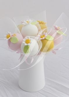 Oh What A Lovely Bunch Gifting Pretty Individual Cake Pop Party Favors Wrapped in Sheer Netting Fabric, Organza, or Tulle! Also, Makes a Beautiful Cake Pop Bouquet! Cake Pop Bouquet, Pretty Cakes, Beautiful Cakes, Amazing Cakes, Cake Pops, Fancy Cakes, Mini Cakes, Individual Cakes, Marshmallow Pops