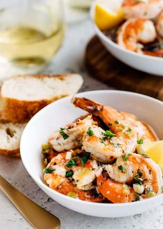 Quick & Easy Shrimp Scampi In just 30 minutes, you can have a dinner of tender shrimp enrobed in a garlicky white wine butter sauce! This easy Shrimp scampi recipe is equally well-suited to a weeknight dinner as it is to entertaining guests. Healthy Dinner Recipes, Cooking Recipes, Keto Recipes, Party Recipes, Easy Shrimp Scampi, Seafood Pasta Recipes, Shrimp Dishes, Scampi Recipe, Tacos